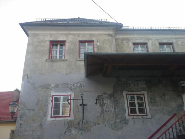 Fassadengestaltung Kaernten Purpurrot-Steinberger